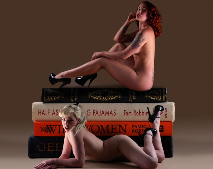 nakedgirlsreading
